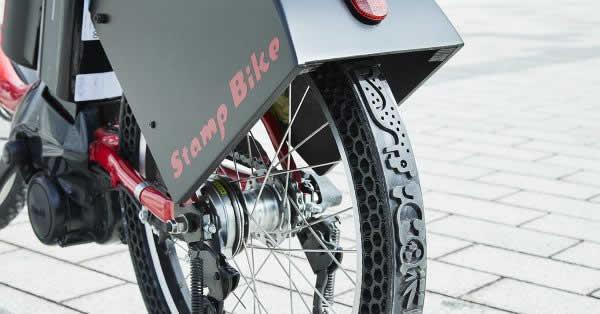 ドコモが走った跡が広告になる自転車『STAMP BIKE』を開発