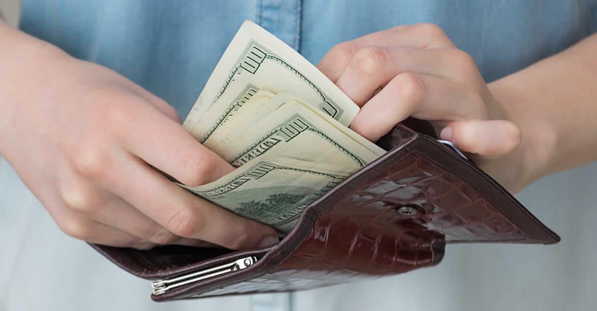 楽天カードのリボ払いとは?金利や返済方法、一括払いから変更する方法
