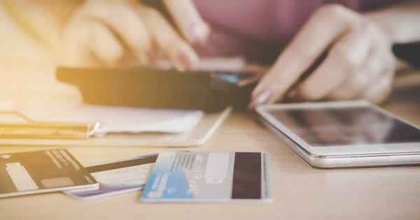 ADVASAと三井住友カードが提携 チャージ式プリペイドカードによる給与前払い提供へ