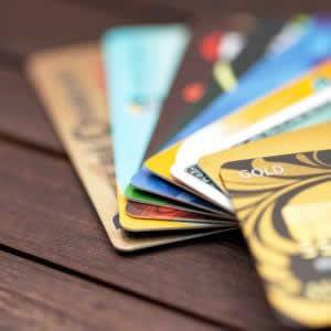 楽天カードと楽天ゴールドカードの違いは?特徴やメリットを比較