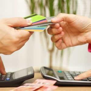 dカードのリボ払い、分割払いの違いやメリット・デメリットは?