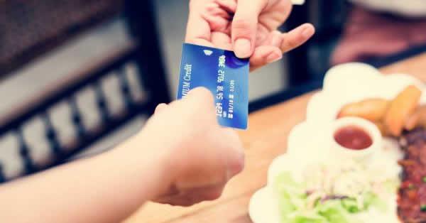 飲食店におけるキャッシュレス決済、半数以上が「積極的に利用したい」 日本政策金融公庫が調査