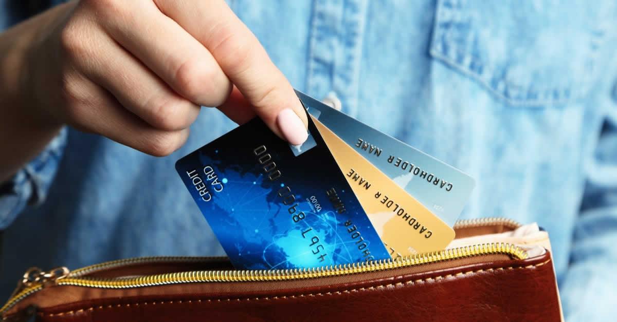 クレジットカードの解約方法は?解約のデメリットや残金の支払い、代理で解約できるのかを解説します。