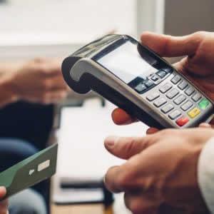 クレジットカードの支払時、サインと暗証番号はどう違う?カード決済でも領収書はもらえる?