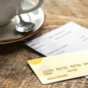 【加盟店向け】カード決済の場合も領収書の発行は必要?クレジットカードと領収書の関係や注意点とは