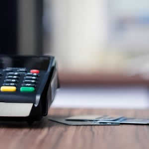 カード決済で個人事業主・小中規模店舗経営者が導入しやすいのはどれ?