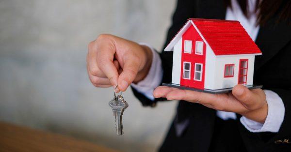 不動産売却経験の「売却理由」等を調査!住み替えと資産整理が56.8%