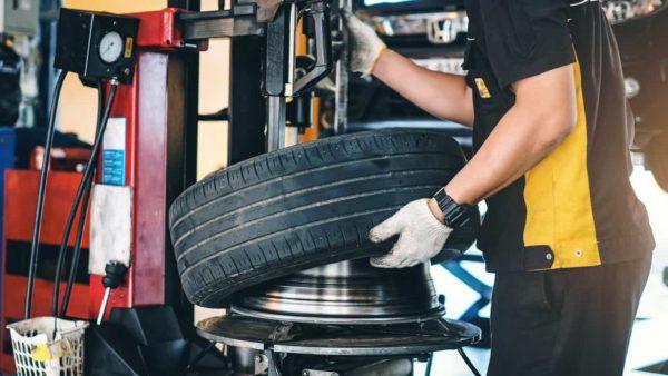 オートバックスのタイヤ交換の工費はいくらかかる?
