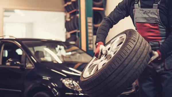タイヤ交換のやり方は?予約方法や注意点を解説