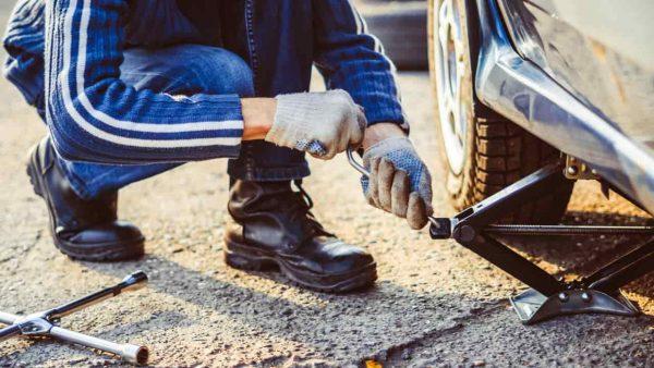 タイヤ交換は自分でできる?メリット・デメリットや注意点を紹介