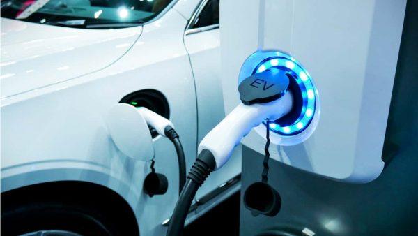 トヨタの新型電気自動車(EV)の動向は?
