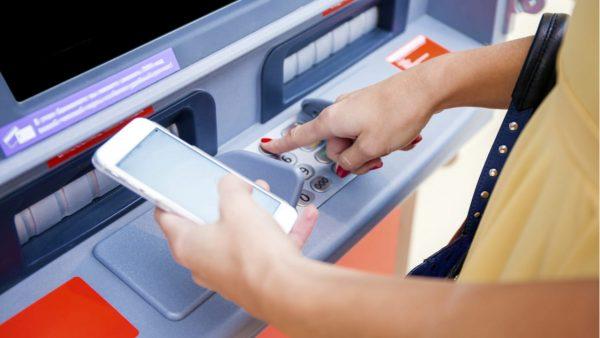 PayPay、ローソン銀行ATMから現金チャージ可能に