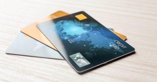 クレジットカードの有効期限、設定されている意味や更新の手続きの有無は?