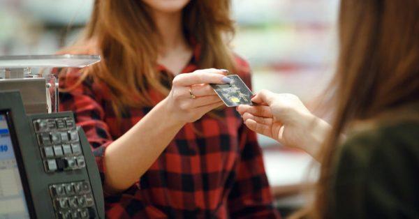 セブンイレブンでポイント還元率1.0%超!セブンカード・プラスは便利でお得